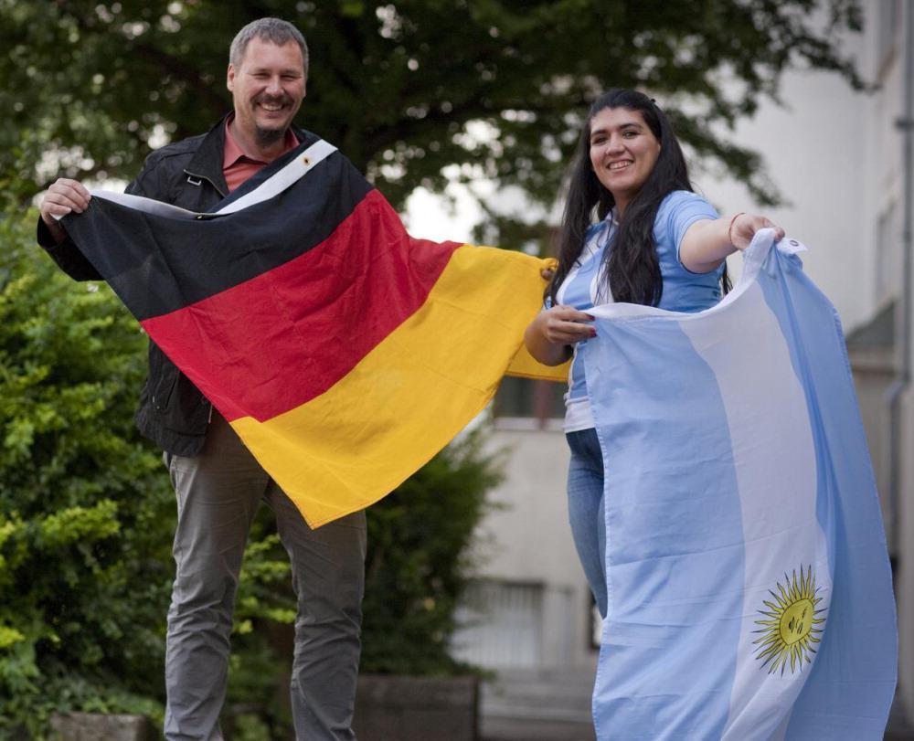 WM-Finale 2014 in deutsch-argentinischer Freundschaft: Beide Flaggen hängen
